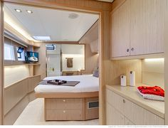 Lagoon 52 F - Kat Marina The owner's suite with its desk, its cabin and separate bathroom