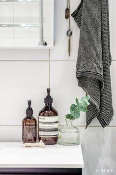 So Einfach Lässt Sich Ein Kleines Badezimmer Modern Gestalten! | Green  Interior Design, Bath Accessories And Interior Inspiration