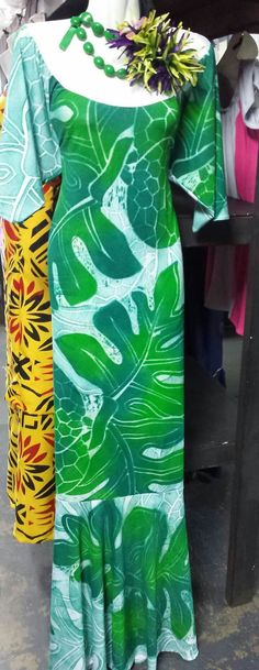 Hawaiian Fashion, Tropical Fashion, Samoan Dress, Island Style Clothing, Island Wear, Hawaiian Dresses, Muumuu, Fashion Show, Fashion Outfits