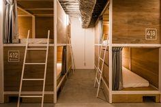 Bunka Hostel Tokyo: Bunka's bunk-bed like sleeping quarters.