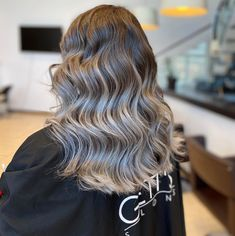 Hairstylist: Andrevia - GETT'S Color Bar Salon Iulius Mall Cluj Appointments: 0264 555 777 #getts #gettssalons #greyhair #hairdresser #haircolor #wavyhair