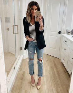 10 Ways to Style a Black Blazer - The Sister Studio - Source by - Black Blazer Outfit Casual, Blazer Outfits For Women, Look Blazer, Blazers For Women, Casual Outfits, Cute Outfits, Fashion Outfits, Women's Fashion, Black Blazers