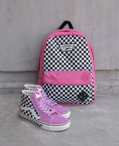 Create your own custom shoes at Vans. Choose your style, colors, patterns, laces & more. Fashion Models, News Fashion, Fashion Shoes, Vans Girls, Custom Vans, Custom Shoes, Vans Sneakers, Vans Shoes, Shoes Heels