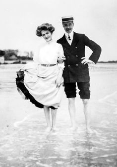 cemeterywind:   Edwardian superstar Lily Elsie with her friend Roy Sambourne at the beach, 1906.