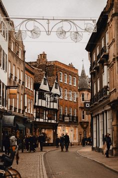 CAMBRIDGE; A CITY GUIDE. — Polly Florence Autumn Aesthetic, City Aesthetic, Brown Aesthetic, Travel Aesthetic, Aesthetic Photo, Aesthetic Pictures, Light In The Dark, Beautiful Places, Scenery