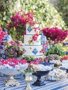 The tiles and patterns that you have definitely seen and adored, in blue and white, blue and yellow or in green colors. Spanish Wedding, Greek Wedding, Blue Wedding, Wedding Flowers, Wedding Themes, Wedding Designs, Wedding Favors, Wedding Decorations, Mamma Mia Wedding