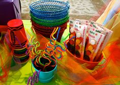 Straws, paint and cups from a Rainbow Art Party King Birthday, Art Birthday, 6th Birthday Parties, Birthday Favors Girls, Birthday Ideas, Rainbow Parties, Get The Party Started, Art Party, Party Entertainment