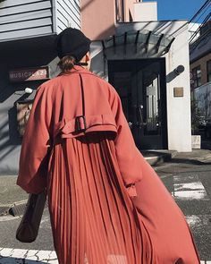 SS has finally started up today! Despite the fact that the back pleated trench had been prepared quite a number,. Fashion Details, Look Fashion, Fashion Outfits, Womens Fashion, Fashion Design, Fashion Week, Winter Fashion, Fashion Trends, Fashionista Street Style