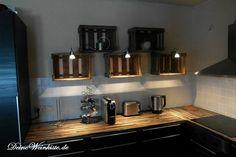 Küchenregal aus hängenden Weinkisten (mit Anti-Holzwurm ...
