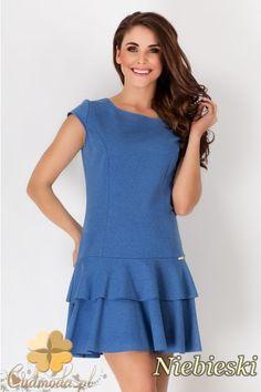 Kobieca sukienka z krótkim rękawem i lekko rozkloszowanym dołem wyprodukowana przez AWAMA.  #cudmoda #moda #styl #ubrania #odzież #clothes #sukienki