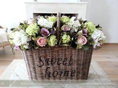Zijden bloemen in hengselmand rose-wit-groen