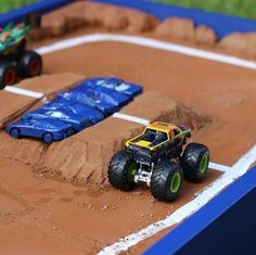 DIY Toy Monster Truck Arena Inspired by the Monster Jam show Monster Jam Toys, Monster Truck Kids, Monster Truck Birthday, Truck House, Doctor Who Merchandise, How To Make Resin, Natural Toys, Toy Trucks, Diy Toys
