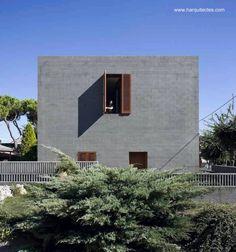 Casa unifamiliar cúbica de bloques de concreto - H Architects en Sabadell