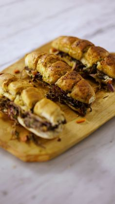 Um, why aren't all sandwiches made with garlic bread? Pasta Recipes, Beef Recipes, Soup Recipes, Cooking Recipes, Tastemade Recipes, Shredded Beef, Fish Dishes, Garlic Bread, Creative Food