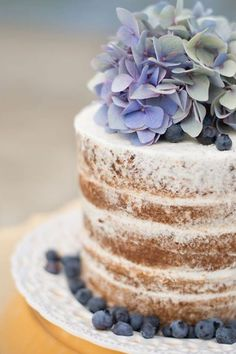 the subtle blue/green of the hydrangea give such warmth to this naked cake. the subtle blue/green of the hydrangea give such warmth to this naked cake. Gorgeous Cakes, Pretty Cakes, Amazing Cakes, Cake Bars, Mini Cakes, Cupcake Cakes, Nake Cake, Cakes And More, Let Them Eat Cake