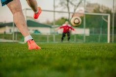 O Esporte Como Atividade Física: Futebol! Você é daqueles que gostam de disputar uma partida de futebol com os amigos sempre que possível? Muitos benefícios
