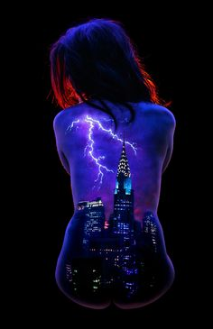 Storm over New York by John Poppleton * A scene of NY painted on the models back using UV body paint and photographed under black light. * ***For more by this artist see my board Body Art*** Female Body Paintings, Female Art, Define Art, Body Art Photography, Space Painting, Tatoo Art, Landscape Pictures, Light Art, Ultra Violet