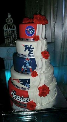 New England Patriots wedding cake - no, I'm not a NE fan, just thought the cake was cool. Football Wedding, Sports Wedding, New England Patriots Football, Patriots Fans, Football Fans, College Football, Cupcakes, Cupcake Cakes, Beautiful Cakes