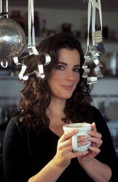 "march-of-the-beauties: "" Nigella Lawson "" Harriet Andersson, Beautiful Christina, Tv Chefs, Cute Couples Kissing, Nigella Lawson, Coffee Girl, Domestic Goddess, Tv Presenters, Gwyneth Paltrow"