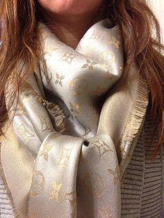 siga-me no YOUTUBE!!   Pesquisei lenço e cachecol com a mesma vibração. Clique aqui! na Farfeth http://imaginariodamulher.com.br/look/?go=1SCwYiB