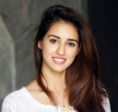 Disha Patani Biography and Wiki Disha Patani is a beautiful Indian Model and an ambitious Bollywood actress. She was the runner-up in Femina Miss India Indian Film Actress, Beautiful Indian Actress, Indian Actresses, Beautiful Women, Beautiful Smile, Indian Celebrities, Bollywood Celebrities, Bollywood Actress, Female Celebrities