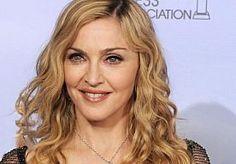 7-Apr-2013 11:02 - ANGELINA JOLIE EN MADONNA BEËINDIGEN RUZIE. Angelina Jolie heeft haar eerdere bedenkingen over Madonna opzij geschoven.