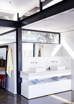 White bathroom | Styling Sven Alberding | Photographer Warren Heath | vtwonen August 2015