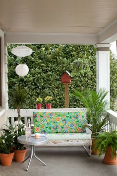 Cute Porch   http://oilclothaddict.blogspot.com/search?updated-max=2014-04-02T15:27:00-04:00&max-results=4