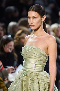Bella Hadid Outfits, Bella Hadid Style, Img Models, Alexandre Vauthier, Runway Fashion, Fashion Models, Fashion Show, Gigi Hadid, Phresh Out The Runway