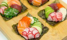 Si os gusta el sushi y disfrutáis haciéndolo en casa, seguramente os apetecerá poner en práctica la receta de sushi donuts que podéis ver en el vídeo. Es muy fácil de hacer, y como podéis comprobar, la presentación es muy llamativa. También es muy fácil de comer, no hacen falta palillos, este sushi se come con las manos.