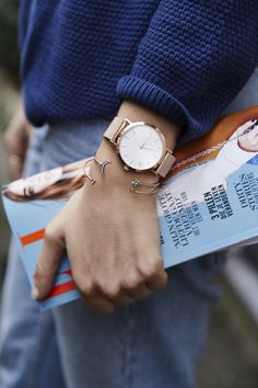 Casual chic, blue jeans, sweater. Let's rock today.   Rose gold watch > https://www.rosefieldwatches.com/the-mercer-white-rosegold.html  #streetstyle #amsterdam #onthego