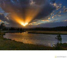 Wonderful romantic landscape with a sunset heart shape → ConvertImage.ME