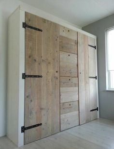 New bedroom wardrobe doors furniture ideas Pallet Wardrobe, Diy Wardrobe, Wardrobe Storage, Bedroom Wardrobe, Wardrobe Doors, Bedroom Storage, Wardrobe Design, Small Wardrobe, Diy Bedroom