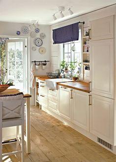 Kitchen Interior, Kitchen Decor, Kitchen Design, Kitchen Styling, Home Kitchens, Home And Garden, Living Room, Table, Interior Design