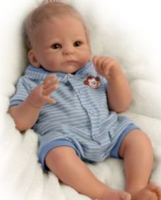 Oh my goodness baby Benjamin! Aaah!! This is the cutest Ashton Drake doll I've ever seen! How precious! ❤❤❤