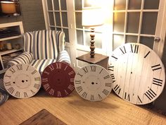 Pallet and wire spool clock faces Wood Spool Furniture, Diy Furniture Fix, Wood Spool Tables, Furniture Ideas, Outdoor Furniture, Outdoor Decor, Wooden Pallet Projects, Pallet Crafts, Wooden Pallets