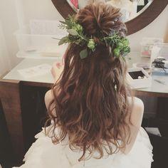 いいね!36件、コメント2件 ― maricoさん(@mrk_hairmake)のInstagramアカウント: 「先日の花嫁さま ハーフアップに ローズマリーを添えて お料理タイトルみたいな ヘアスタイル グリーンだけも シンプルで好き #ブライダルヘア #ブライダル#ヘアメイク #花嫁ヘア…」