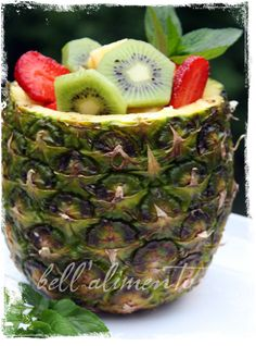 Ananas Ripieno {Pineapple filled with Fruit}