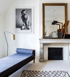 Minimalist Living Room Ideas & Inspiration to Design Your Best Space Interior Architecture, Interior And Exterior, Home Interior Design, Interior Decorating, Stylish Interior, Room Interior, Decorating Ideas, Living Room Decor, Living Spaces