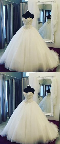 Pearl Beaded Sweetheart Tulle Ball Gowns Wedding Dresses Falling in love with this pearl sweetheart ball gowns dress at very first sight,it is the dreamy dress on my wedding day Country Wedding Dresses, Long Wedding Dresses, Princess Wedding Dresses, Boho Wedding Dress, Wedding Gowns, Tulle Wedding, Tulle Ball Gown, Ball Gown Dresses, Event Dresses