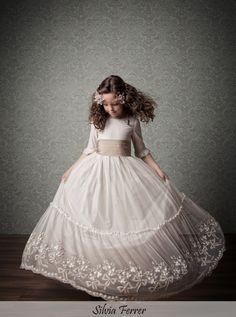 high quality flower girl dresses cute princess communion gown flower girl dresses for weddings girls pageant gown (Mainland)) Little Girl Dresses, Girls Dresses, Flower Girl Dresses, Prom Dresses, Dress Prom, Première Communion, Holy Communion Dresses, Cute Princess, Wedding Party Dresses