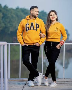 Photo Poses For Couples, Romantic Couples Photography, Couple Picture Poses, Couple Photoshoot Poses, Pre Wedding Photoshoot, Couple Posing, Pic Pose, Couple Pics, Bridal Photography
