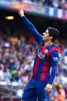 Luis Suarez of FC Barcelona celebrates after scoring the opening goal during the La Liga match between FC Barcelona and Valencia CF