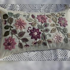 Grand Sewing Embroidery Designs At Home Ideas. Beauteous Finished Sewing Embroidery Designs At Home Ideas. Hand Embroidery Tutorial, Hand Work Embroidery, Hand Embroidery Stitches, Crewel Embroidery, Hand Embroidery Designs, Beaded Embroidery, Embroidery Patterns, Machine Embroidery, Felt Pillow