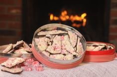 Homemade Peppermint Bark - Would look beauitful packaged in cello bags for neighbor Christmas gifts... Big pink bow