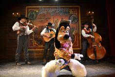 Avant spectacle la Légende de Buffalo Bill... avec Mickey et ses amis ! - 2015