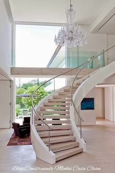 Modern interior staircase with crystal chandelier. Interior Staircase, Curved Staircase, Grand Staircase, Staircase Design, Small Space Interior Design, Interior Design Living Room, Modern Interior, Architecture Design, Modern Stairs