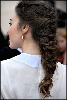 What an unusual, awesome, undone french braid