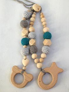Conjunto de collar de lactancia y juguete de dentición. Modelo Natu Verdeazulado con figura de madera a elegir. 100% hecho a mano. de Trapitobebe en Etsy