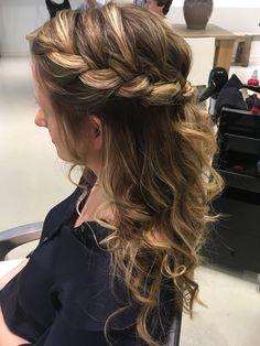 Hairdo Wedding, Headbands, Elegant, Hair Beauty, Dreadlocks, Make Up, Long Hair Styles, Hairstyles, Fashion